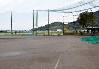 硬式野球の練習試合中に生徒が死亡する事故があった熊本県立熊本西高校のグラウンド=19日午後、熊本市