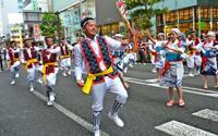 新宿を熱く エイサーまつり 響く太鼓、観客魅了
