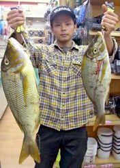 恩納村海岸で3.15キロのタマンを釣った具志堅有輝さん=14日