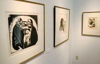子や孫を亡くした母の立場から制作されたケーテ・コルヴィッツの作品=宜野湾市上原・佐喜眞美術館