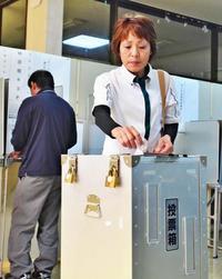 「選挙あった方がいいね」 44年ぶりの伊江村長選、高い関心 長い無投票の歴史に終止符