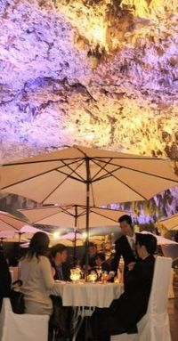 洞窟でプレミアムパーティー 沖縄・ガンガラーの谷