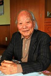 「たった一つの言葉でも、いろんな歴史を持つ」と話す幸喜良秀さん=4日、沖縄市宮里