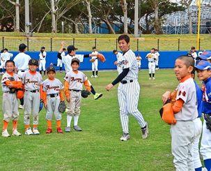 球場リニューアルを記念して、野球講座などさまざまな行事があった=読谷村座喜味・平和の森球場