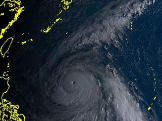 ひまわり8号リアルタイムwebがとらえた2日午前6時40分現在の台風25号