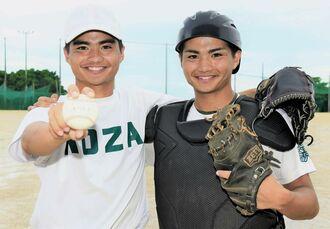 「監督とマネジャーに勝利をプレゼントしたい」と意気込むコザの河野隼人(左)と健斗の双子バッテリー=コザ高校