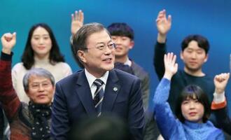 韓国のMBCテレビの番組に生出演した文在寅大統領=19日、ソウル(聯合=共同)