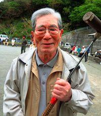 [ひと粋]/比嘉利男さん(92)/ゲートボール大会で最高齢/楽しく運動 元気の源