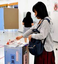 「大学で投票できるのは便利」 若者の投票率向上へ 沖縄大に期日前投票所