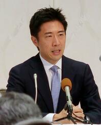 次期衆院選愛媛1区への出馬を正式表明する塩崎彰久氏=22日午後、松山市