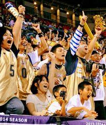 得点を入れるたびに大歓声を上げるキングスのブースター=24日、東京・有明コロシアム(大野亨恭撮影)