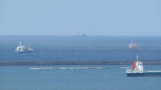 津波注意報が発表されたせいか、沖合で停泊している船が多い感じでした