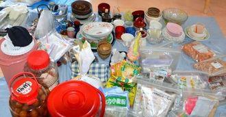 次に分類 食器や調理器具などに分類し、食材などは「見える化」のため透明の密封袋に入れる