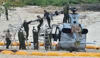 伊計島ヘリ不時着:米軍事故機、ホワイトビーチに空輸へ 回転翼の速度超過、要因か