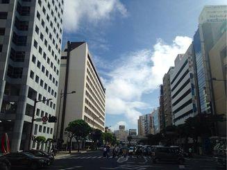 各地で真夏日となり、那覇市では30・4度を観測しました。