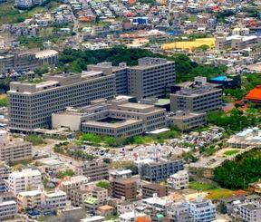 キャンプ瑞慶覧・西普天間住宅地区への移転が検討されている琉球大学医学部と付属病院=2011年6月、西原町上原