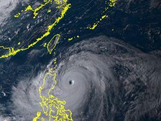 ひまわり8号リアルタイムwebがとらえた台風22号(9月14日、午後4時50分)