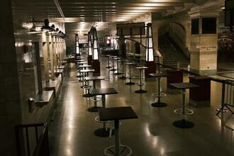 米ニューヨークのターミナル駅構内にあるレストラン=2020年10月(ゲッティ=共同)