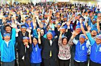 うるま市長選:自公支援の現職が3選 「オール沖縄」の新人に5753票差