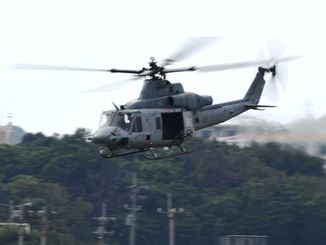 県の全機種飛行停止要求を無視し、普天間飛行場から離陸するUH1ヘリ=14日午前11時5分、宜野湾市・米軍普天間飛行場