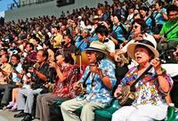 三線の音色、心一つに 1400人が大演奏会