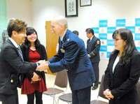命に関わる事故「2人がいなかったら母は…」 米軍大佐と女性に涙の感謝 沖縄