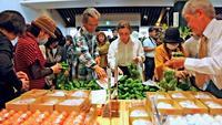 新鮮野菜やトビウオずし、ヤギの刺し身に舌鼓 沖縄南部に新スポット「南の駅 やえせ」