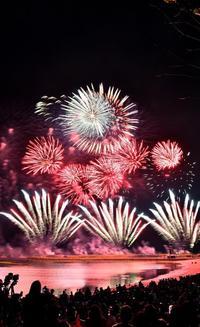 沖縄の夜空に咲いた 日本一早い花火1万発 琉球海炎祭