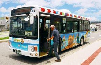 糸満市が運行再開した那覇空港~摩文仁往復便「いとちゃんバス」=23日、市西崎