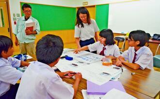 商品開発に向けさまざまな意見を出し合っていった生徒たち=大宜味村立大宜味中学校
