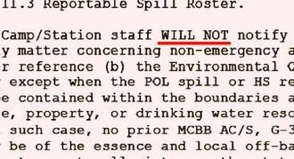 普天間飛行場の2013年版環境事故対処ハンドブックの一部。日本側に通報を「しない(WILL NOT)」という部分が大文字で強調されている(赤線は本紙で入れました)