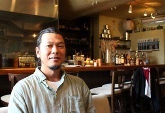 北谷で人気の居酒屋「月と器」を経営しながらOKINAWA FOOD FLEAを主催する石井さん