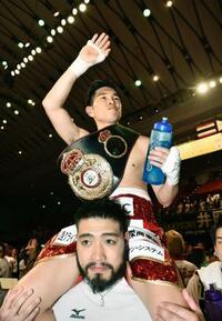 ボクシング、井岡が5度目の防衛 W世界戦、大森はTKO負け