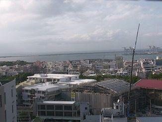 沖縄本島地方は雲の多い一日でした