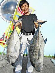与那国島で78センチ、6・2キロのカスミアジを釣った新垣享栄さん=17日