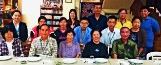 伊江村人との懇談会に参加するメンバーら=オキナワ第2移住地