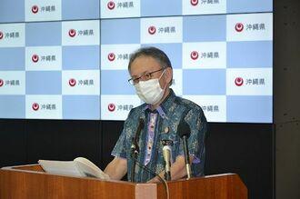 新型コロナウイルス患者対象とした県内2カ所目の「入院待機ステーション」設置を発表する玉城デニー知事=27日