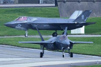 (資料写真)嘉手納基地に初飛来した最新鋭ステルス戦闘機F35B=26日