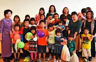 北部地区「母と子の集い」に参加した名護市母子寡婦福祉会のメンバー=10日、恩納村総合保健福祉センター