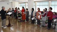 平和願う思いは一つ 沖縄「慰霊の日」の詩、長崎の被爆者らが歌う