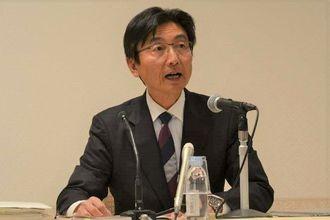 東京MXテレビの番組「ニュース女子」で米軍ヘリパッド建設への抗議行動を取り上げた放送は名誉毀損(きそん)の人権侵害があったとの勧告を出した坂井委員長=8日、東京都