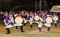 躍動する若者、迫力エイサー演舞に観客くぎ付け うらそえ青年祭