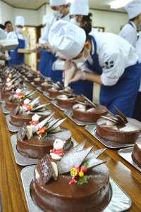 歳末に笑顔を、クリスマスケーキ300個 沖縄県内の福祉施設に
