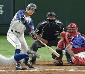 日本新薬―ホンダ熊本 9回裏日本新薬2死二塁、船曳がサヨナラ打を放つ=東京ドーム