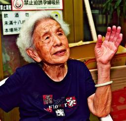 沖縄からの疎開者について話す邱江寶珠さん=桃園市八徳区長興路の自宅