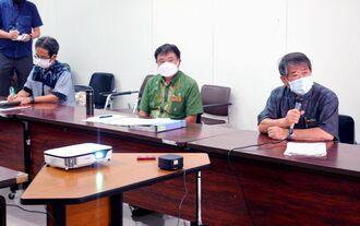 経済団体とのオンライン会議であいさつする照屋義実副知事(右)=15日、県庁