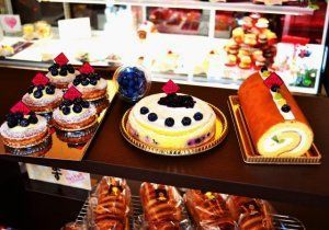 自家製ブルーベリーを使ったタルトやケーキ=那覇市・楽園スイーツポールシュガー