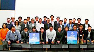 オキナワ・スタートアップ・プログラムの発表会でビジネスプランを売り込んだ起業家ら=3日、恩納村・沖縄科学技術大学院大学
