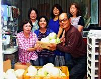 キャベツもトマトも・・・規格外野菜、子どもの笑顔つなぐ 沖縄の農園が無料提供