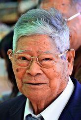 カジマヤーを迎えた米須清行さん
